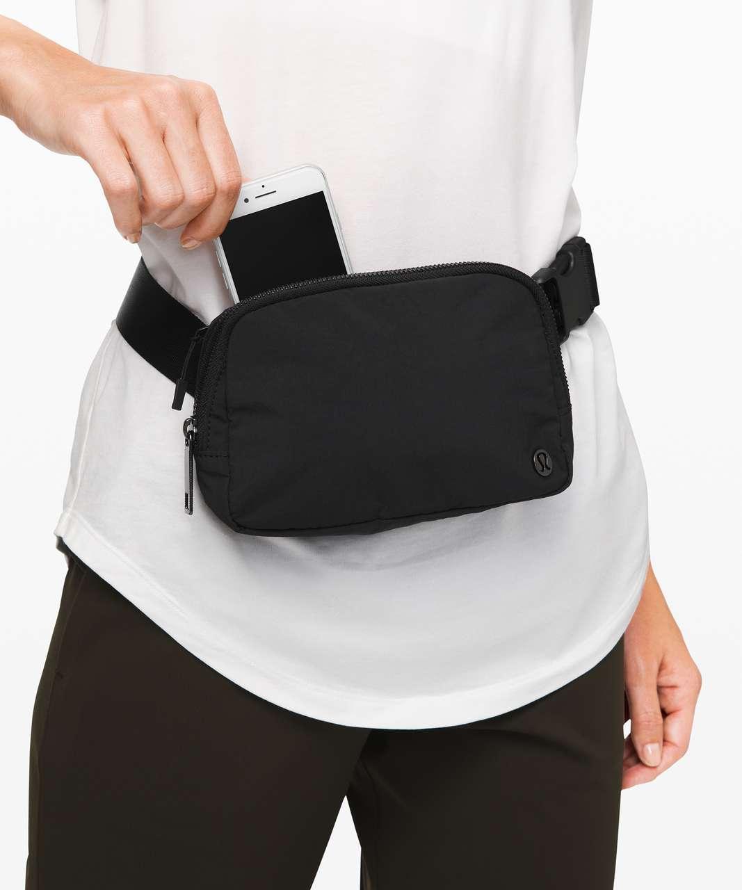 Lululemon Everywhere Belt Bag *Crinkle Nylon 1L - Black