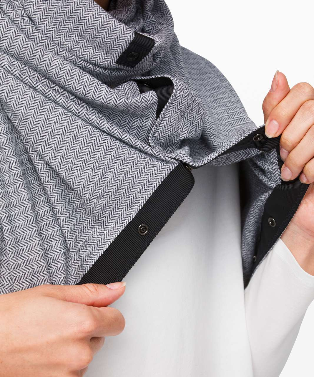 Lululemon Vinyasa Scarf *Rulu - Heathered Herringbone Heathered Black White