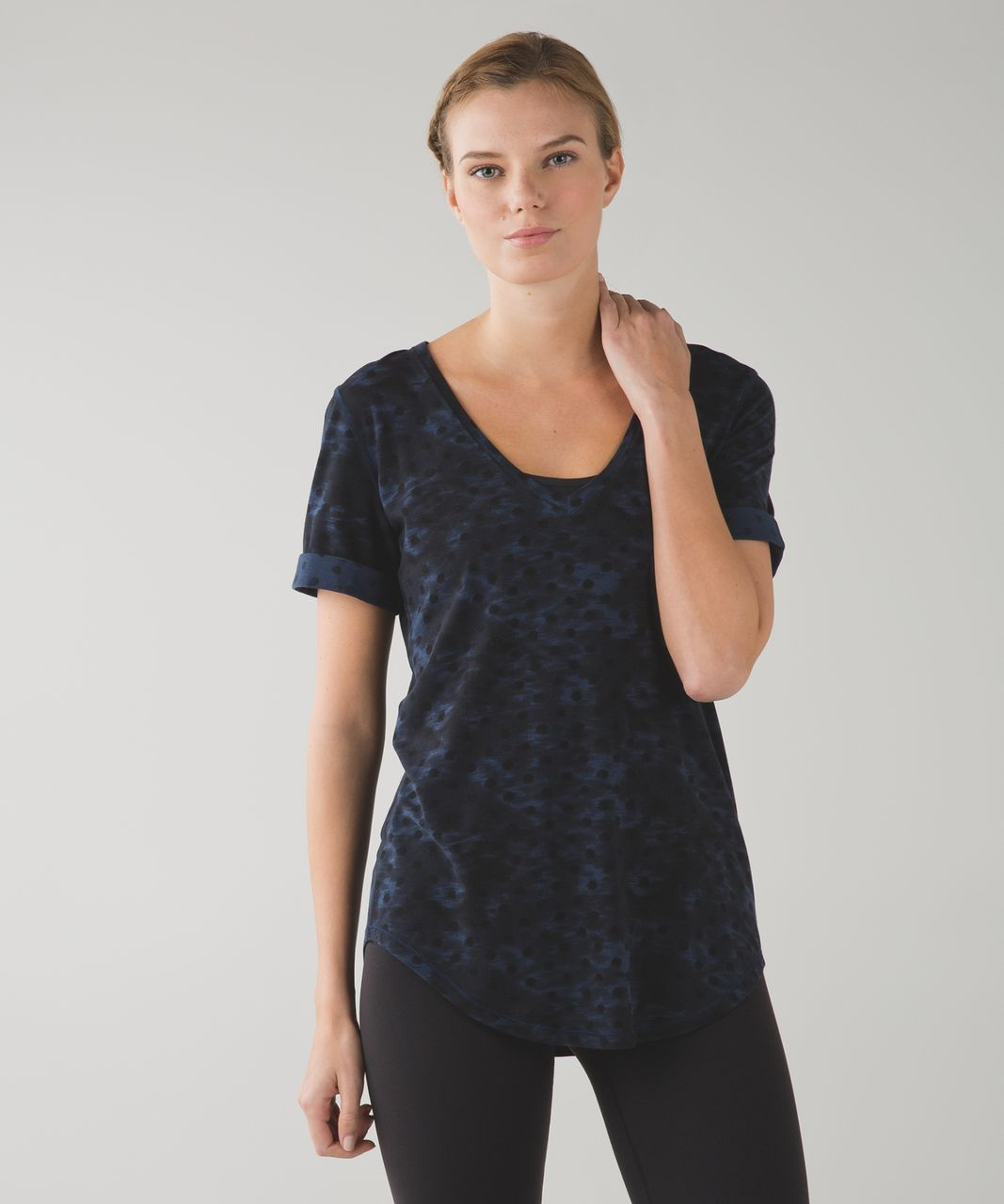 Lululemon Love Tee II - Windy Blooms Deep Navy Black