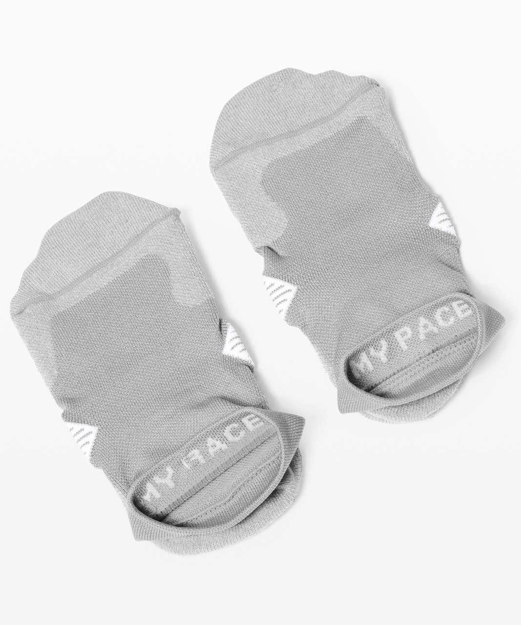 Lululemon Speed Ankle Sock *Silver - Light Cast / Alpine White
