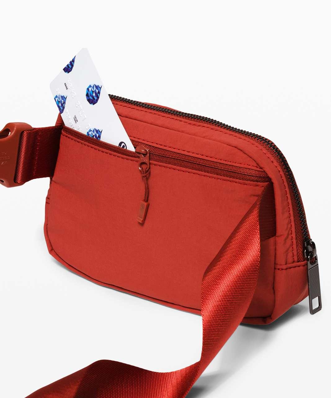 Lululemon Everywhere Belt Bag *1L - Magma