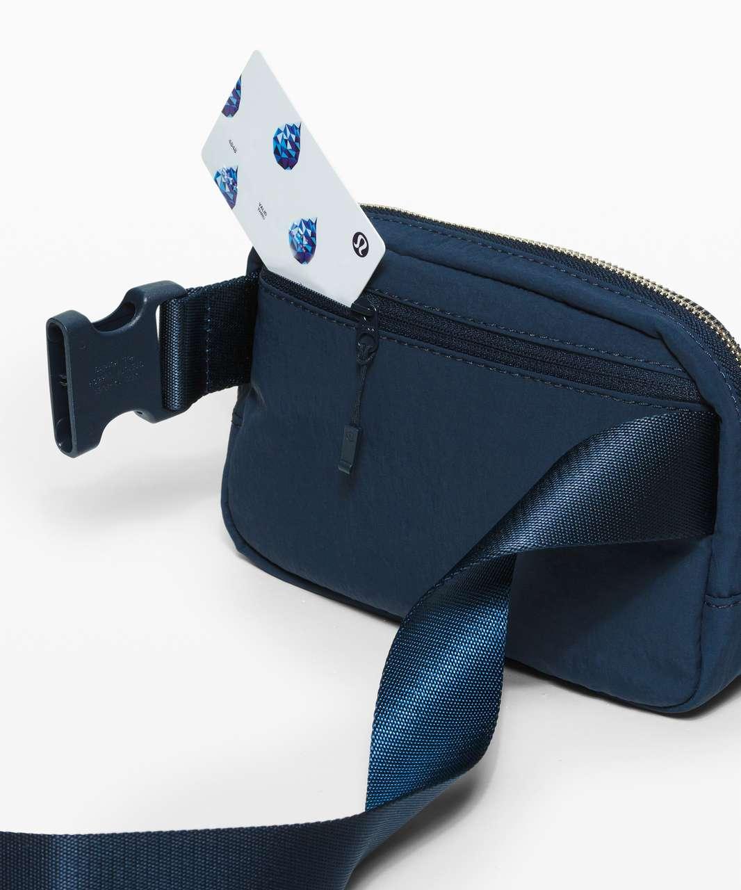 Lululemon Everywhere Belt Bag *1L - True Navy