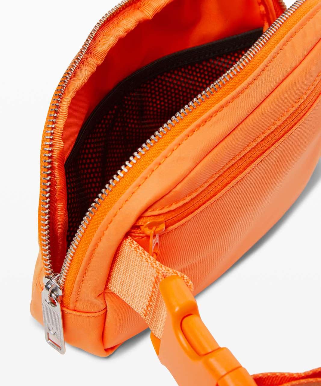 Lululemon Everywhere Belt Bag *1L - Tiger