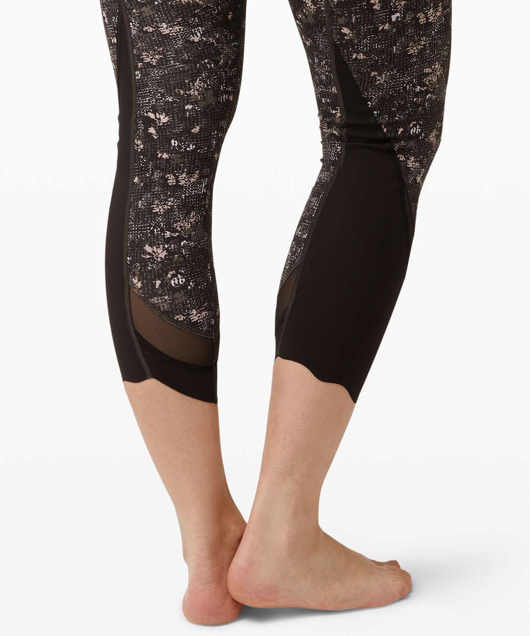 """Lululemon Wunder Under Crop High-Rise *Roll Down Scallop Full-On Luxtreme 23"""" - Equalized Multi"""