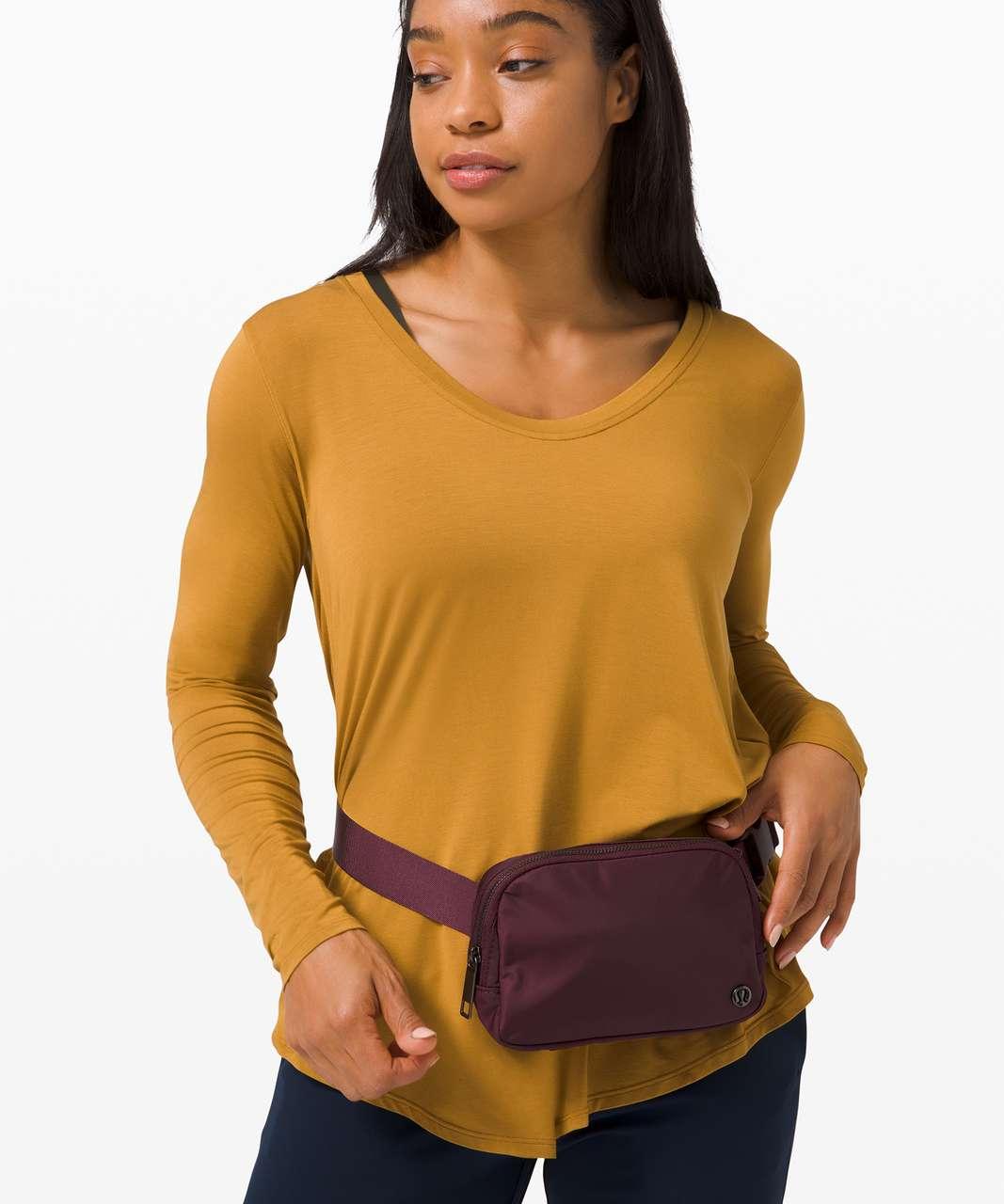 Lululemon Everywhere Belt Bag *1L - Cassis
