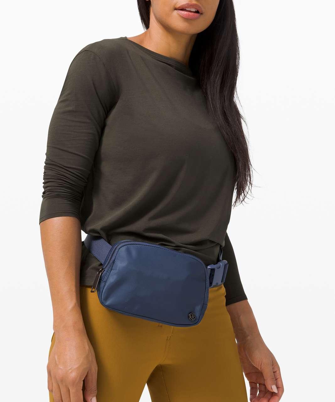 Lululemon Everywhere Belt Bag *1L - Iron Blue
