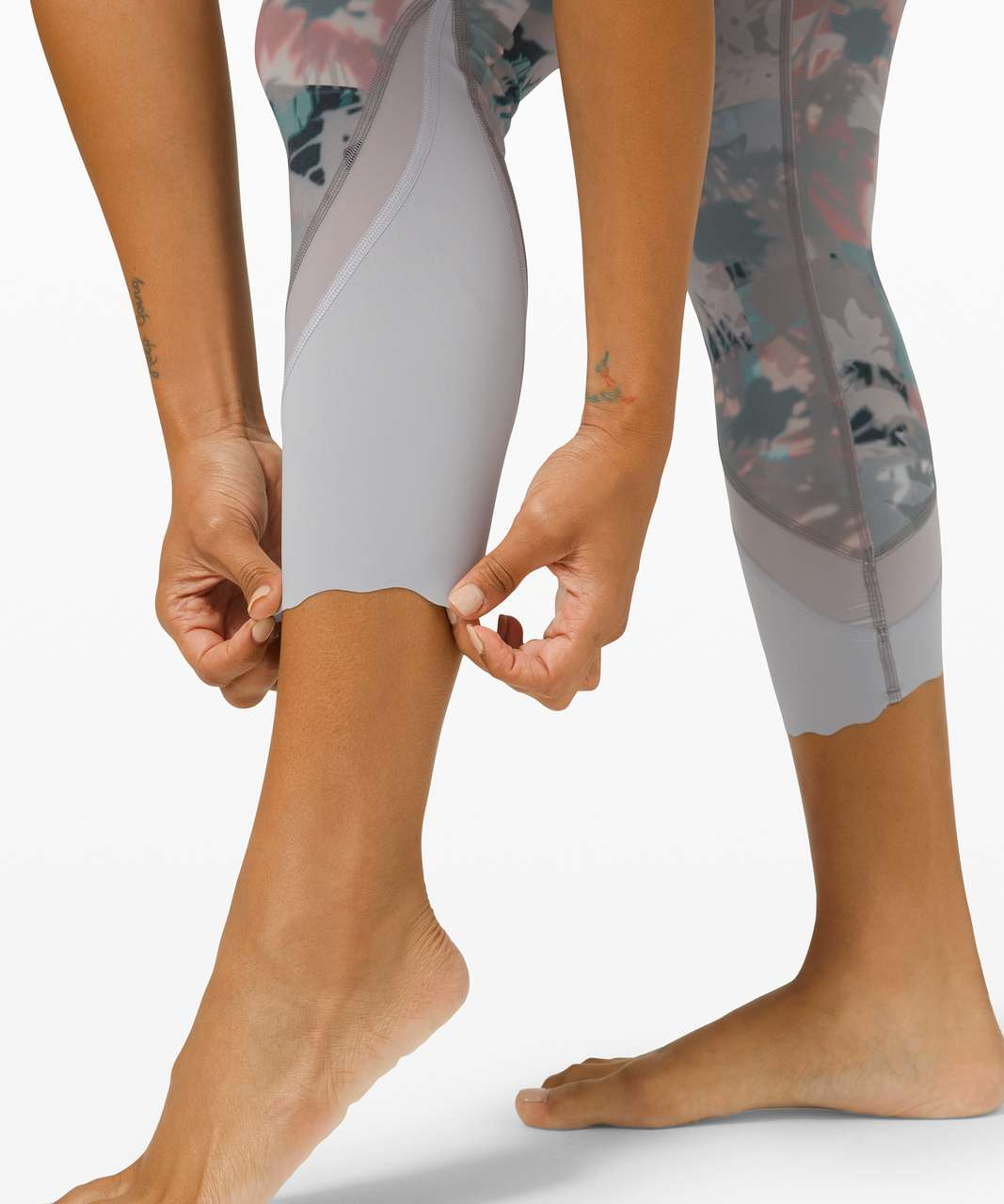 """Lululemon Wunder Under Crop High-Rise *Roll Down Scallop Full-On Luxtreme 23"""" - Untamed Nature Multi"""