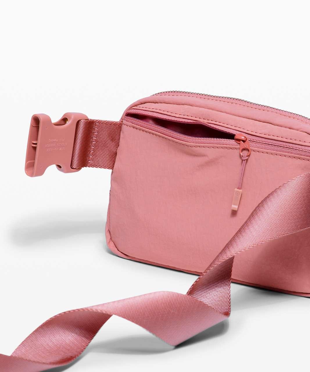 Lululemon Everywhere Belt Bag *1L - Deco Pink