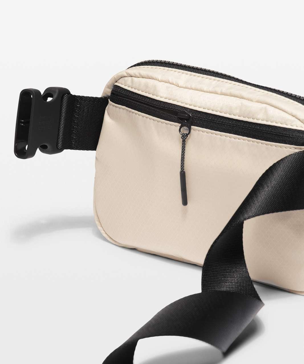 Lululemon Everywhere Belt Bag *1L - White Opal / Black