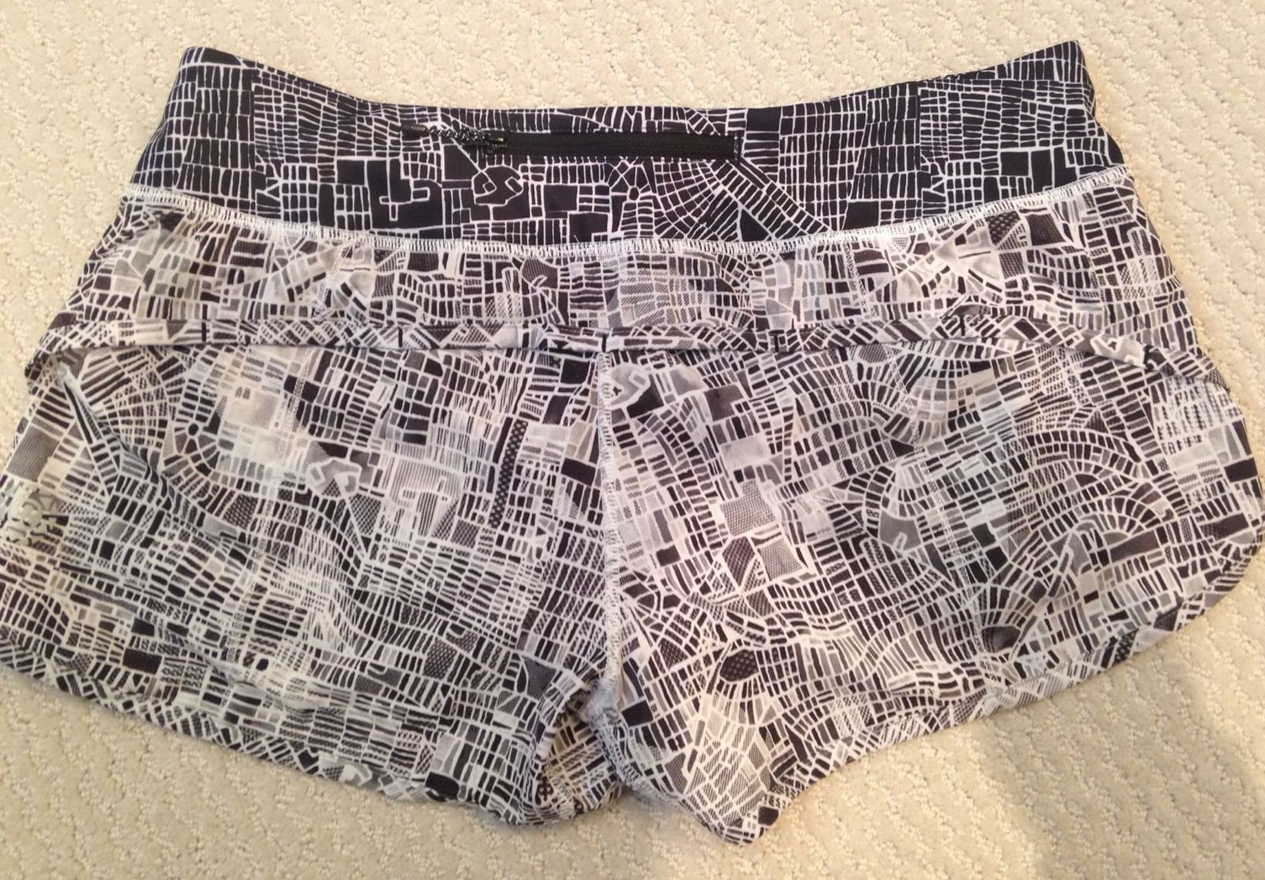 Lululemon Speed Short - 2016 Seawheeze - Grid Map Texture White Black / Grid Map White Black