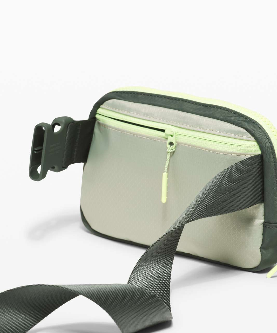 Lululemon Everywhere Belt Bag *1L - Green Fern / Smoked Spruce / Neo Mint