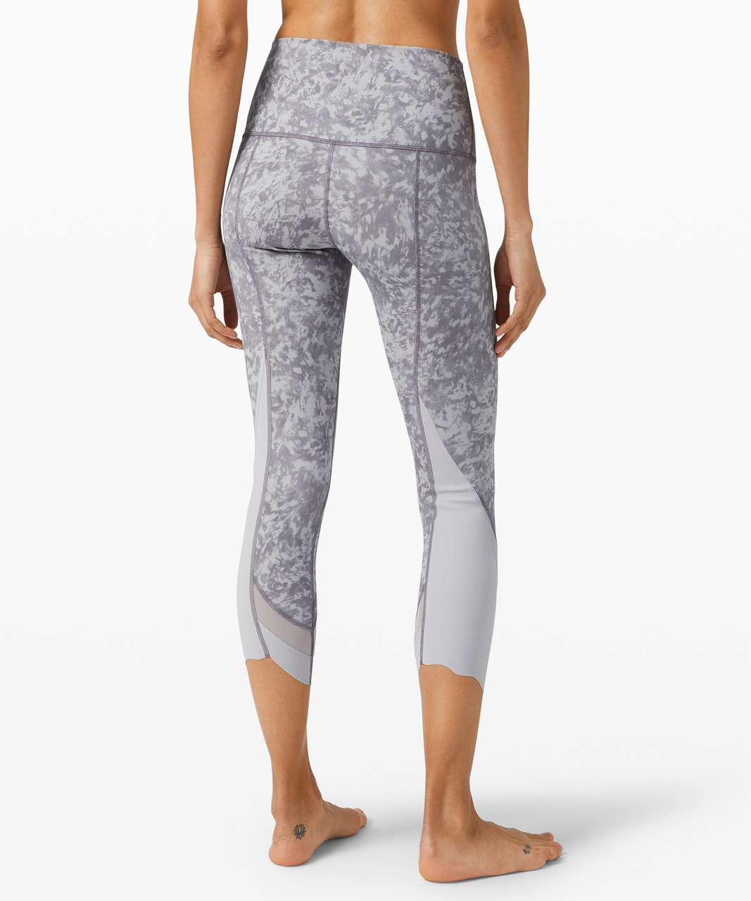 "Lululemon Wunder Under Crop High-Rise *Roll Down Scallop Luxtreme 23"" - Summer Shade Ice Grey Multi / Ice Grey"