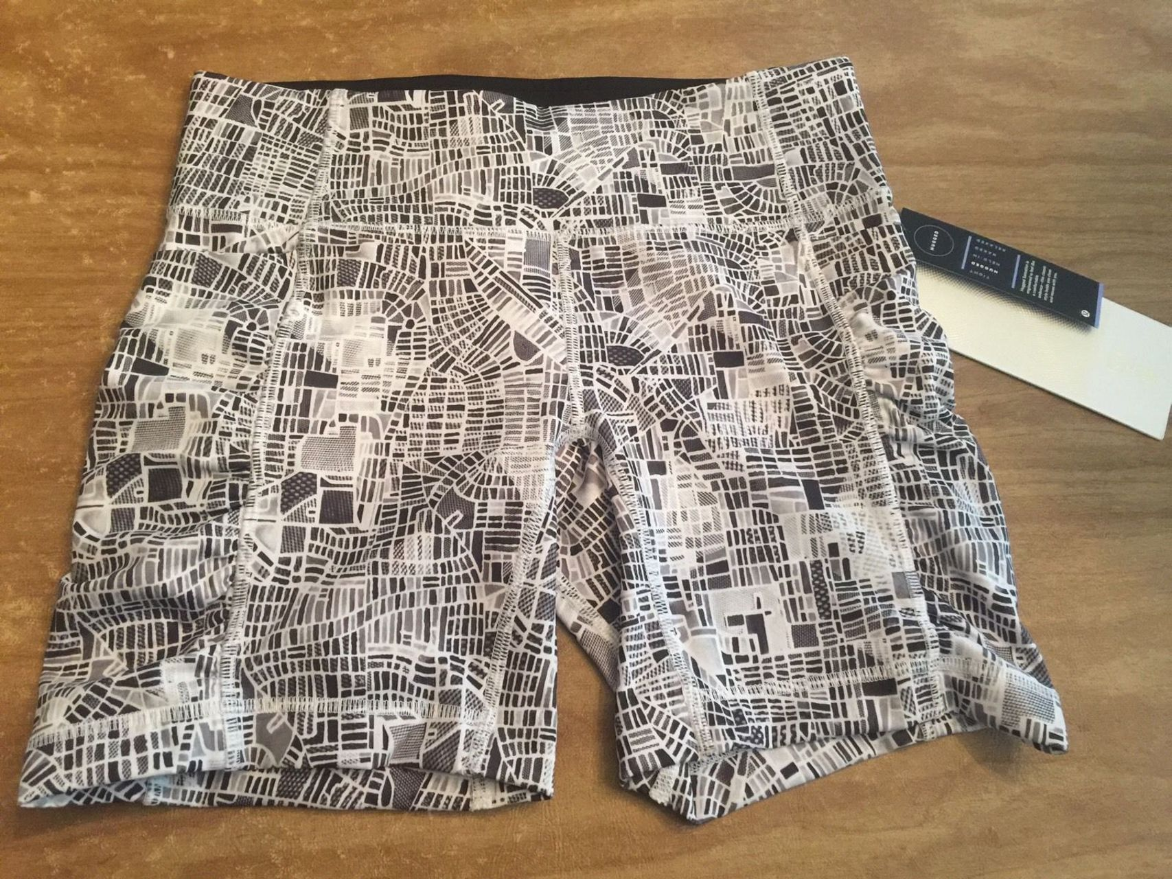 Lululemon Speed Track Short - 2016 Seawheeze - Grid Map Texture White Black / Grid Map White Black