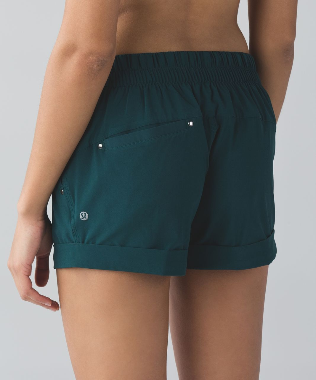 Lululemon Spring Break Away Short - Deep Green