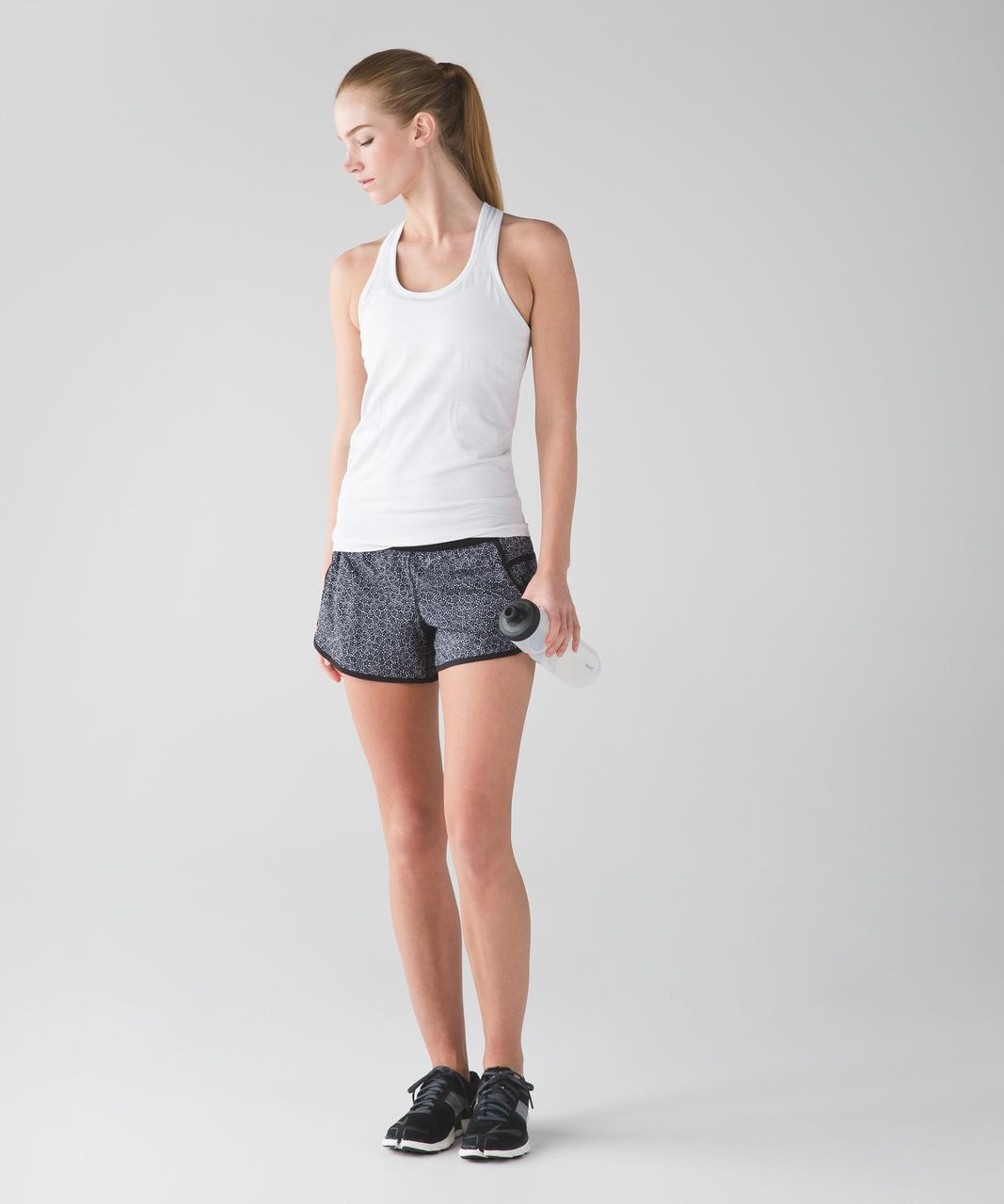 Lululemon Tracker Short IV - Freckle Flower Black White / Black
