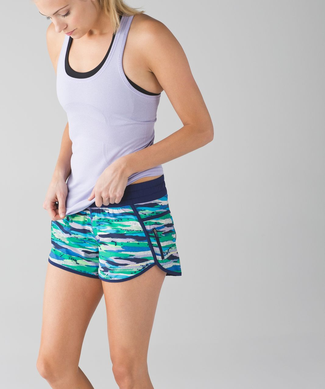 Lululemon Tracker Short III - Seven Wonders Multi / Hero Blue