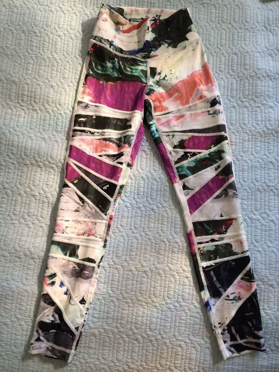 Lululemon High Times Pant *Full-On Luon - Pigment Wave Multi / Biggie Pigment Wave White Black