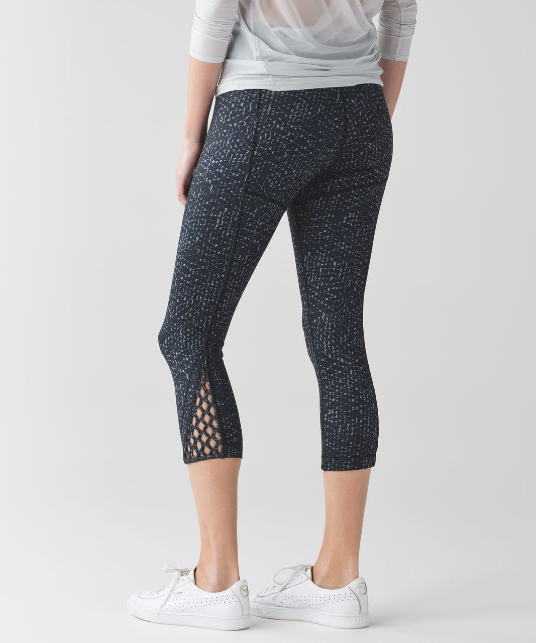 Lululemon True Self Crop II - Samba Snake Battleship Black