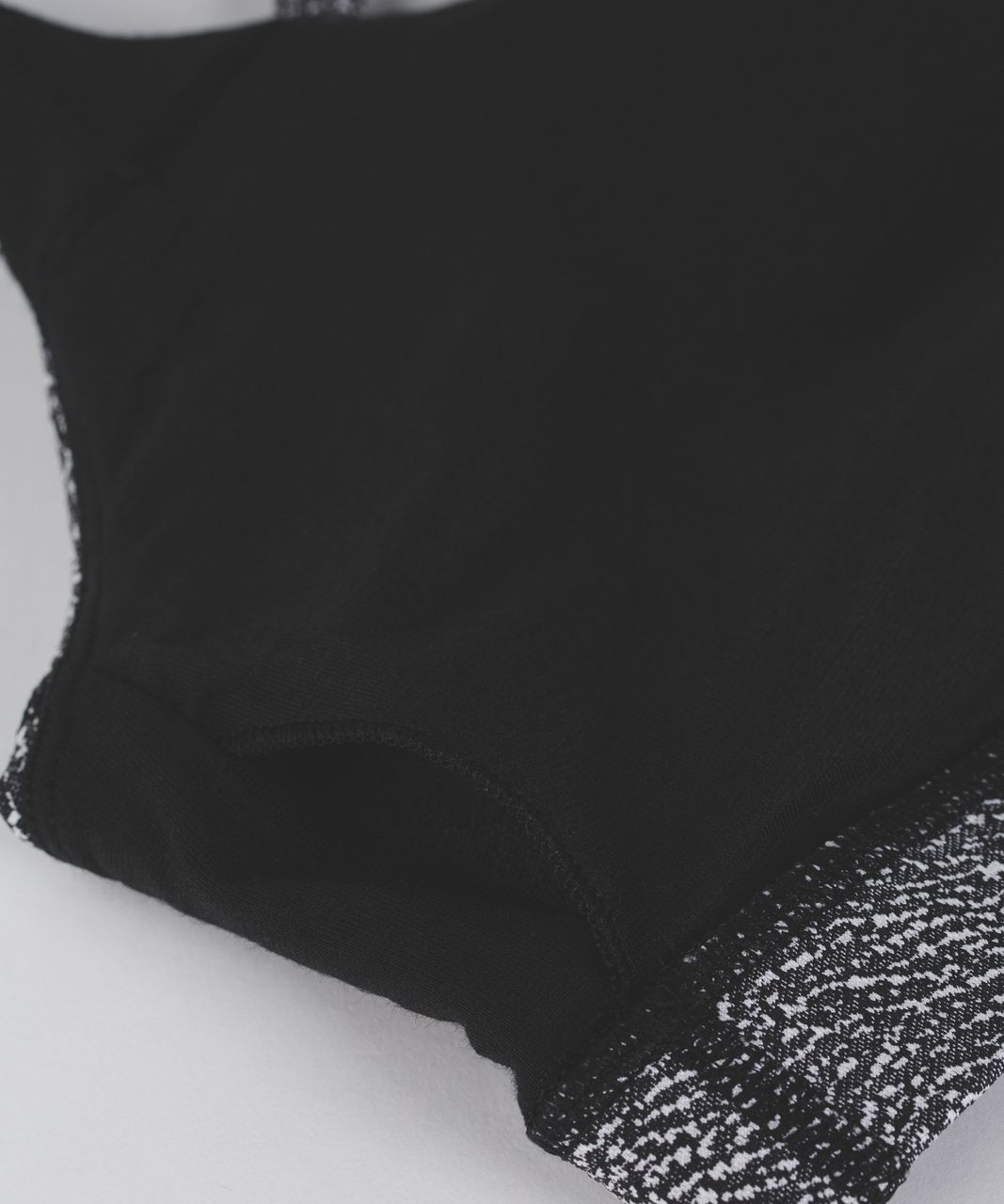 Lululemon Energy Bra - Power Luxtreme Ripple Jacquard Black White