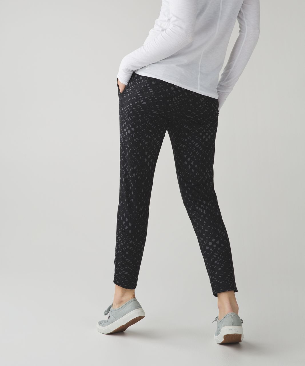 Lululemon Jet Crop (Slim) - Lace Play Dark Slate Black