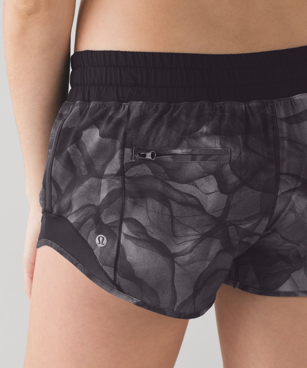 "Lululemon Hotty Hot Short (2 1/2"" ) - Mini Midnight Tulle Multi Black / Black"
