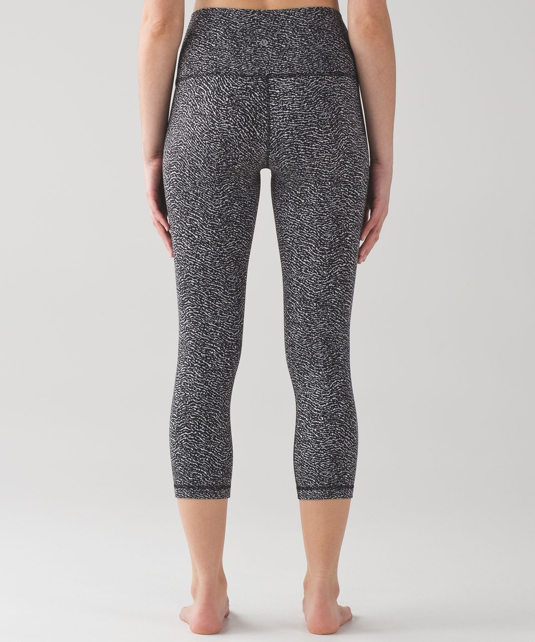 "Lululemon Wunder Under Crop (Hi-Rise) (21"") - Luon Ripple Jacquard Black White"