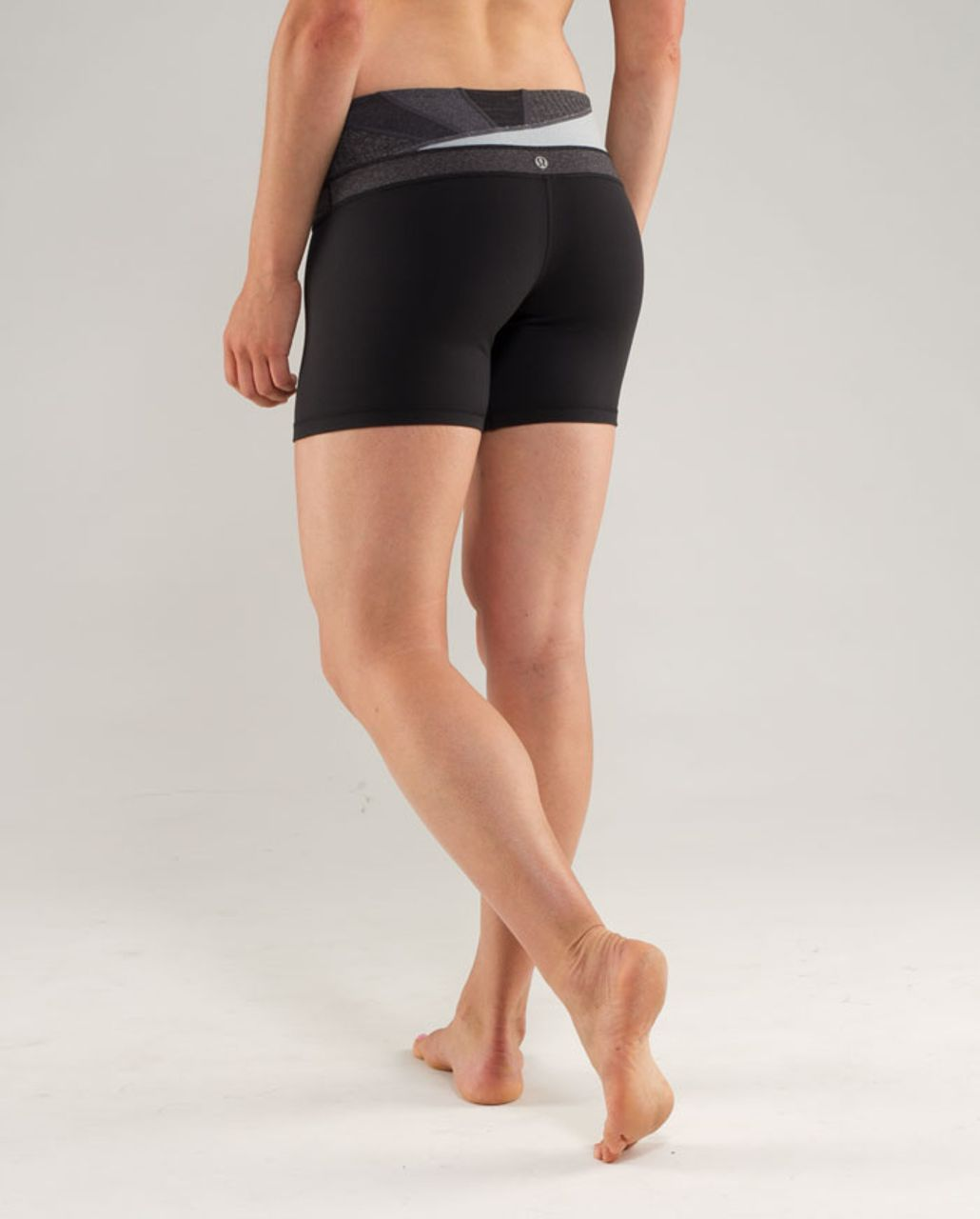 Lululemon Groove Short - Black /  Quilting Winter 2 /  Quilting Winter 2