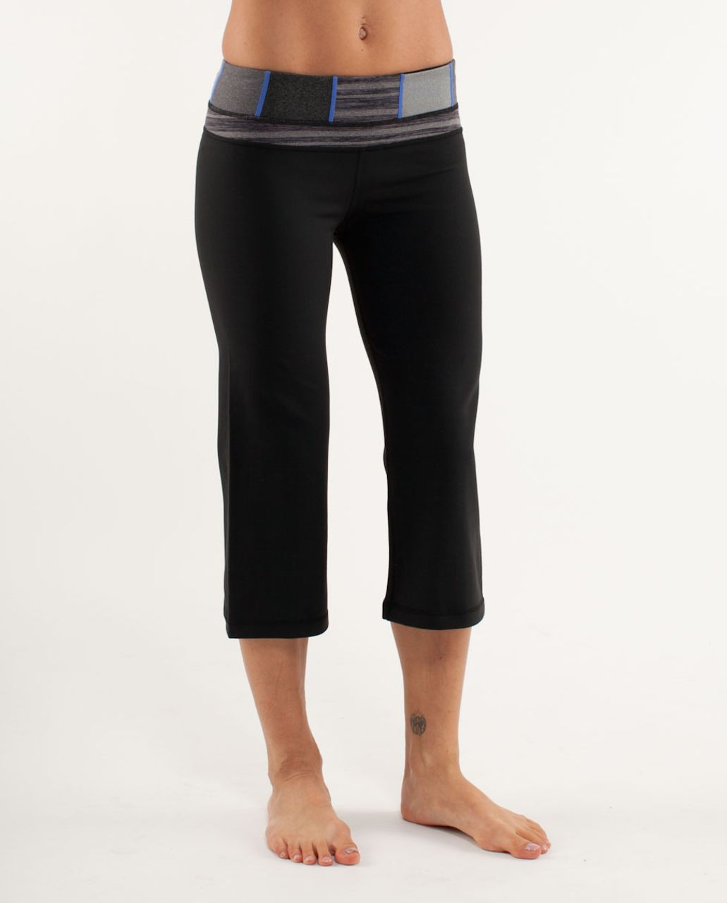 Lululemon Groove Crop - Black /  Quilt 18