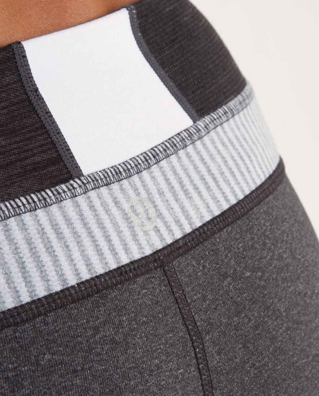 Lululemon Groove Short - Heathered Deep Coal /  Quilting Winter 4 /  White Heathered Blurred Grey Mini Check