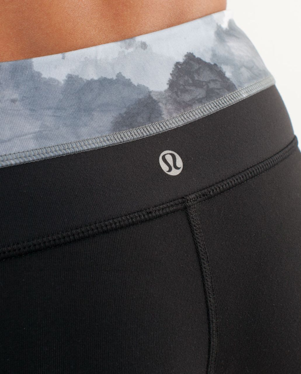 Lululemon Groove Short - Black /  White Coal Tinted Canvas Super