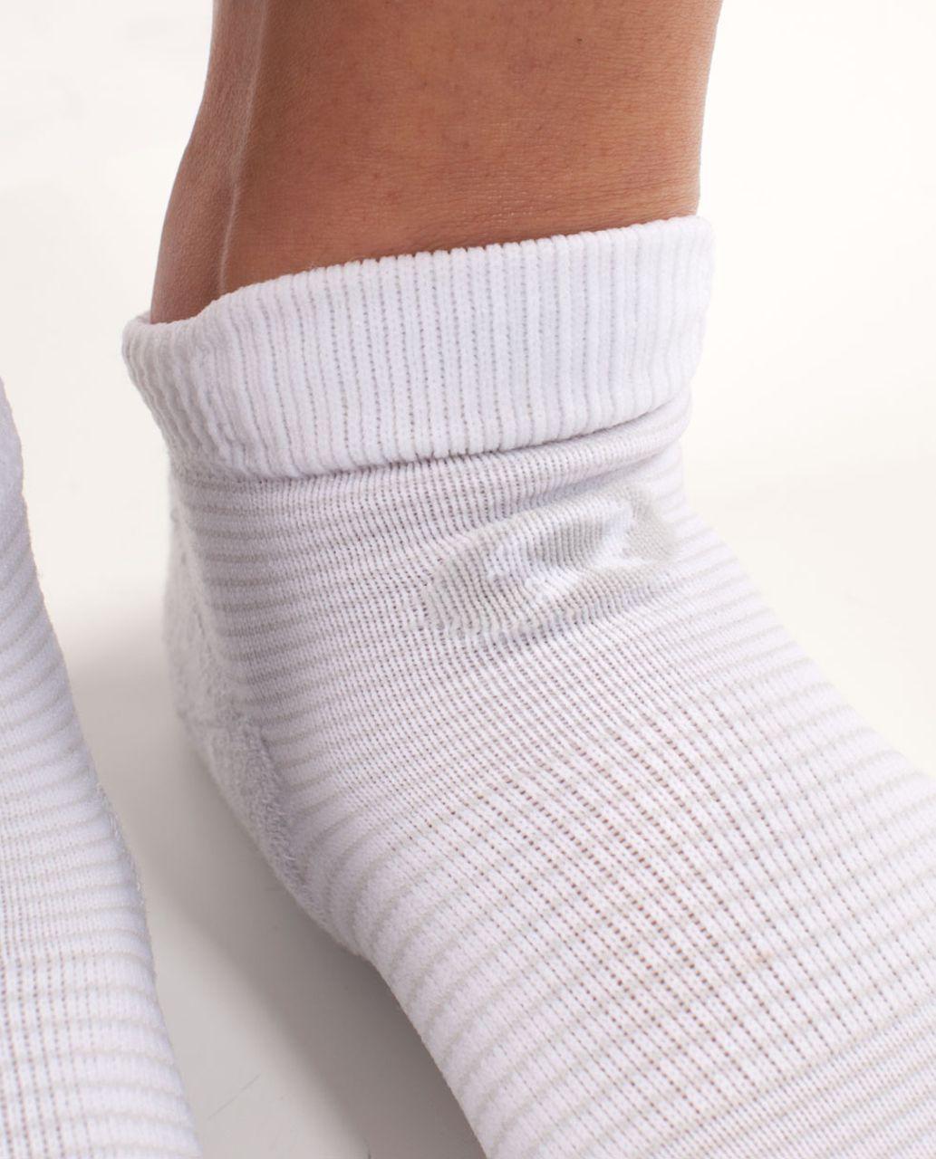 Lululemon Women's Ultimate Padded Run Sock - White Silver Spoon Feeder Stripe