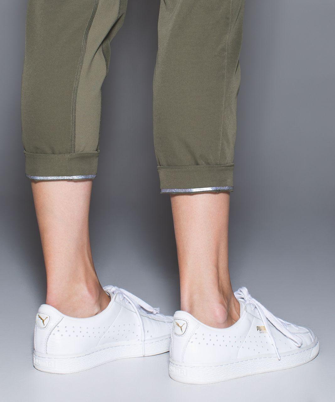 Lululemon &go City Trek Trouser - Fatigue Green
