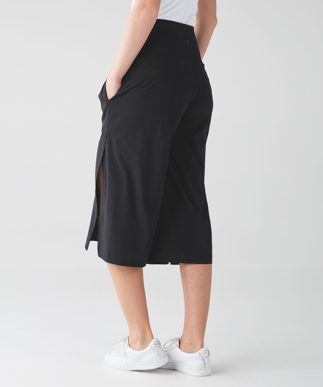 Lululemon Serene Crop - Black