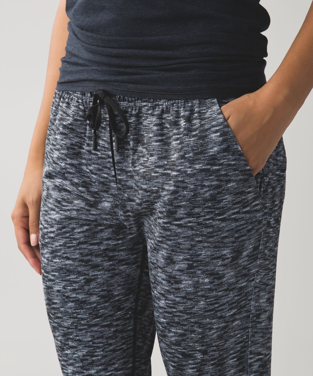 Lululemon Jet Crop (Slim) - Dramatic Static White Black