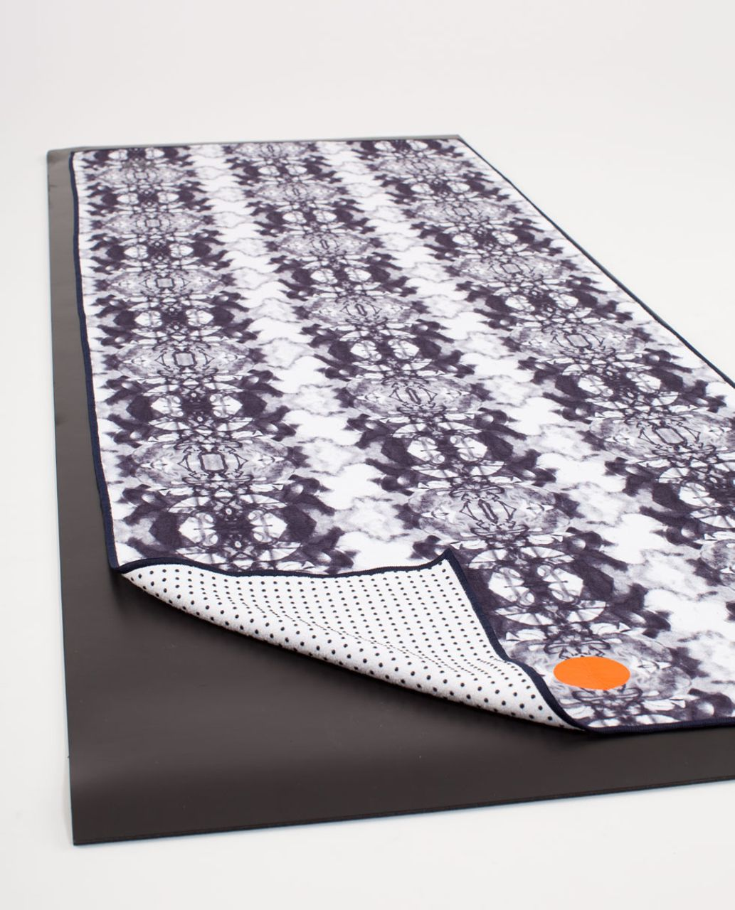 Lululemon Skidless Towel - Ink Blot White Deep Indigo