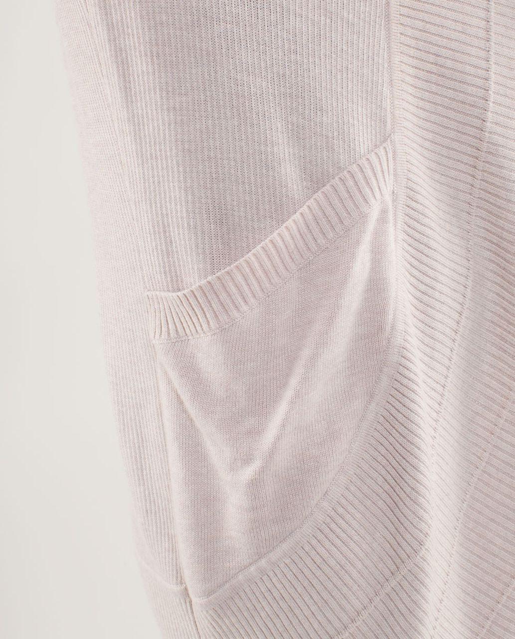 Lululemon Transformation Wrap - Heathered Dune /  White