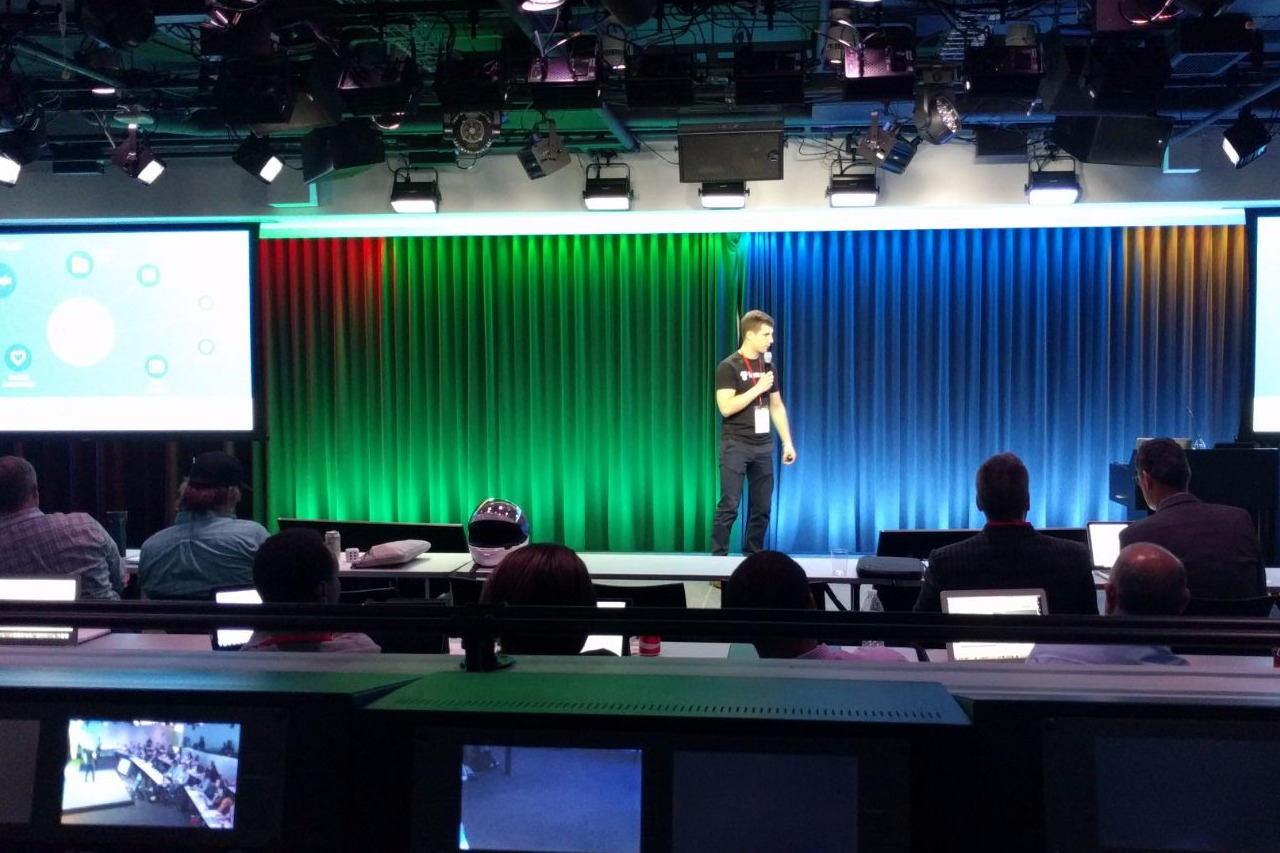 Florian presenting LumApps at Google Washington