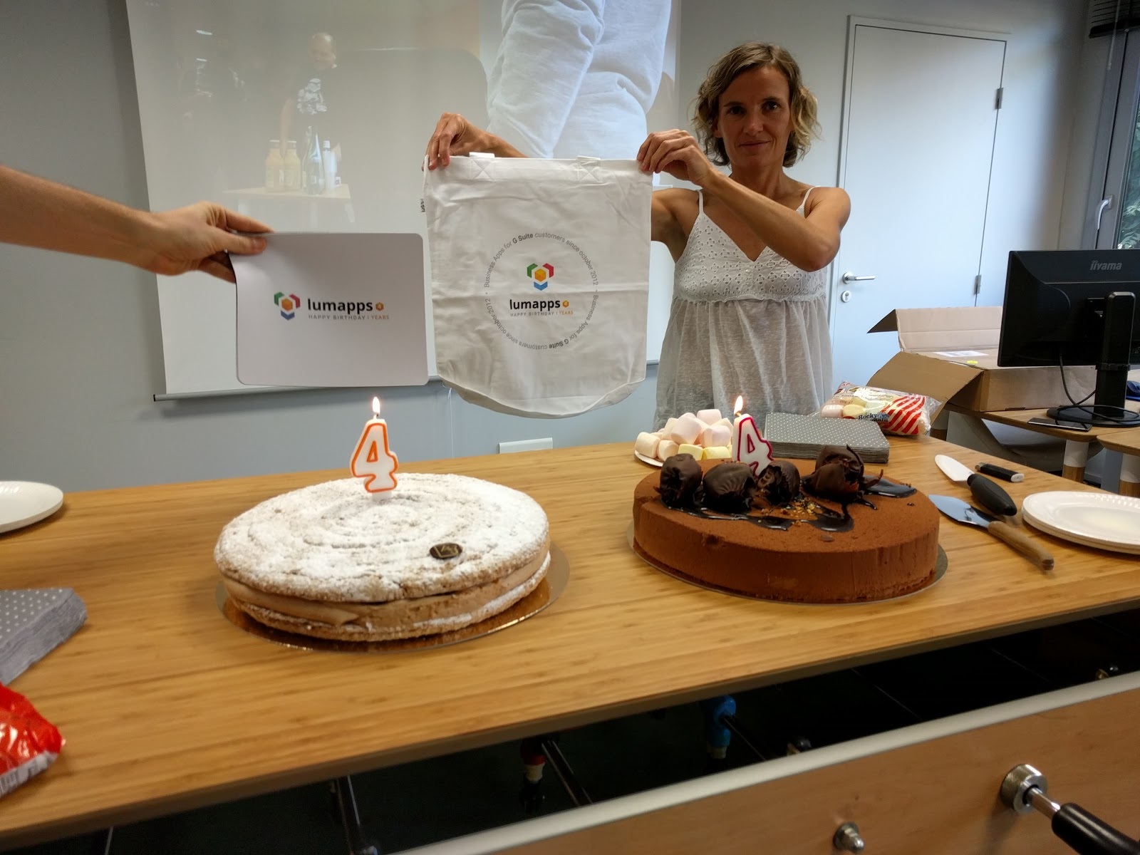 Cakes and gifts for 4 years of LumApps