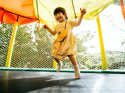 Draußen spielen: Outdoor-Spielzeug für warme Tage