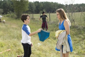 Alicia Silverstone (rechts) spielt Gregs Mutter, die ihren Söhnen gesundes Essen schmackhaft machen will und auf dem Roadtrip Handy-Verbot erteilt (Foto: Twentieth Century Fox)