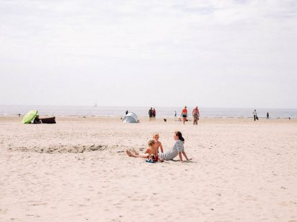 Strandtag mit Kindern