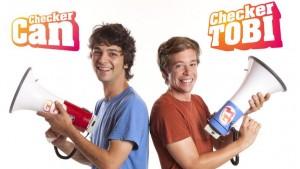 """Checker Can und Checker Tobi in der TV-Sendung """"Die Checker"""" (Foto: KiKa)"""