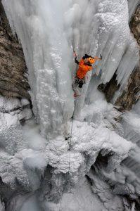 Eiskletterer am Wasserfall Nationalpark Hohentauern