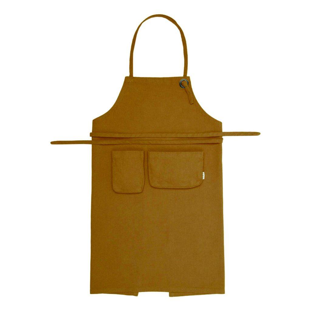 gelbe mustard Kinderschürze Numero74 Smallable Garten draussen Outdoor spielen Küche Kinderküche