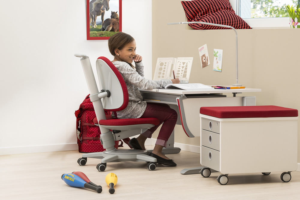 Kind am Schreibtisch von moll
