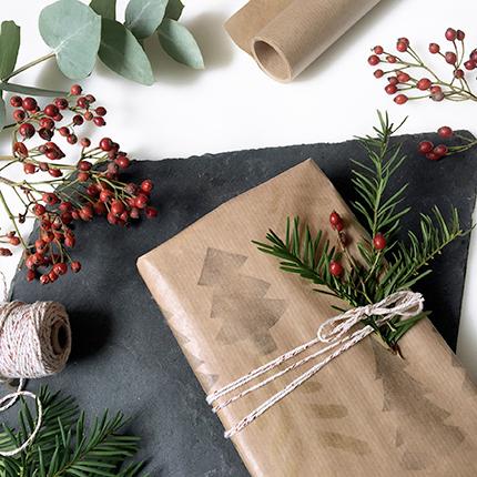 Geschenkpapier selber machen mit Stempeln