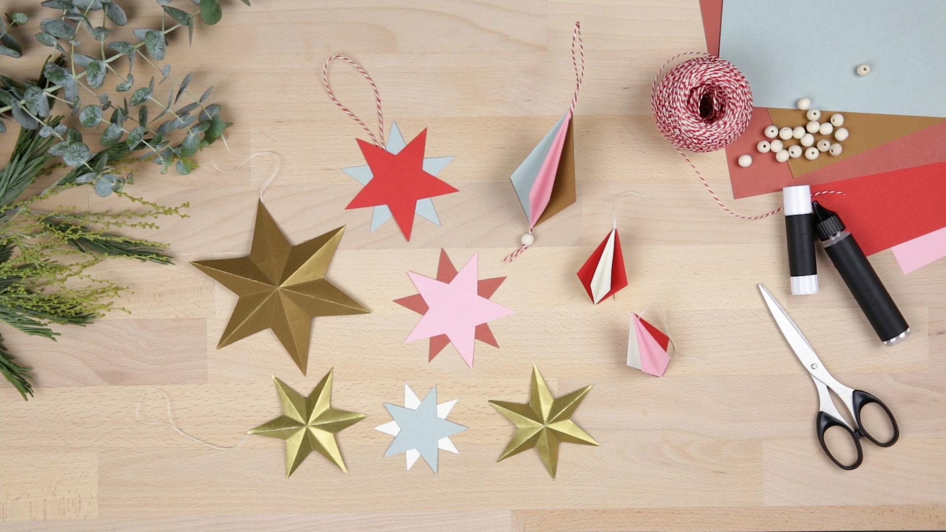 Weihnachtsdeko aus Papier: 3 Anleitungen für einfachen Baumschmuck