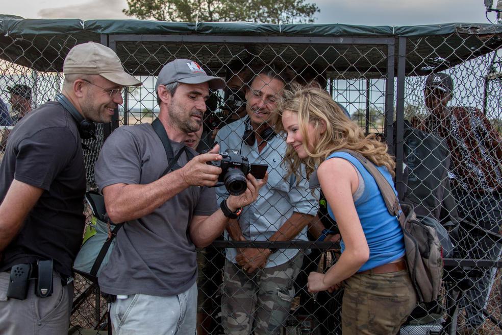 Löwentrainer Kevin Richardson am Set von Mia und der weiße Löwe