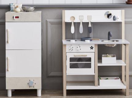 Kinerküche Kids Concept weisse Spielkueche aus Holz kochen Kinderzimmer Spielzeug