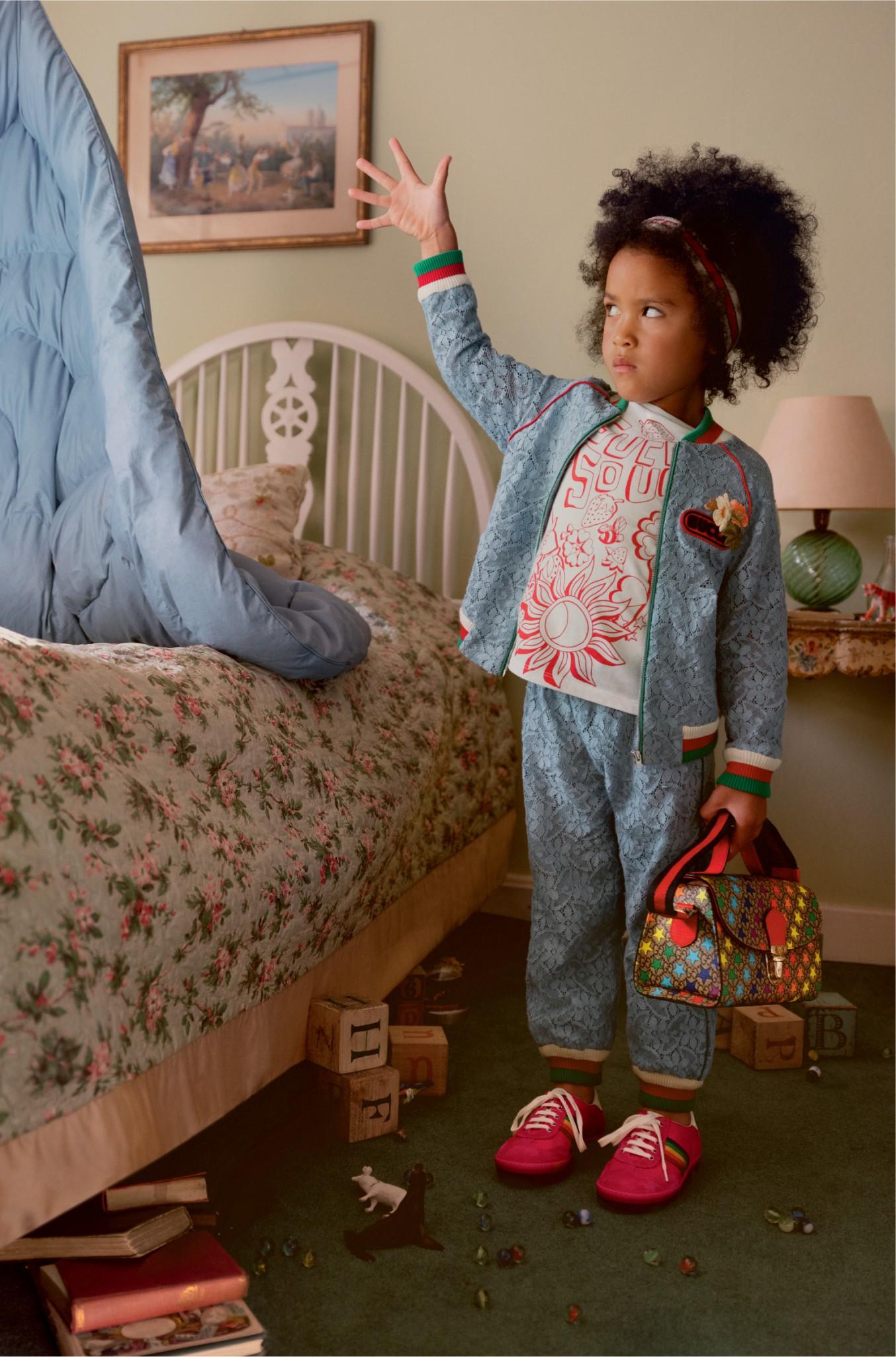 Mädchen mit Anzug in der Gucci ss19 Kampagne